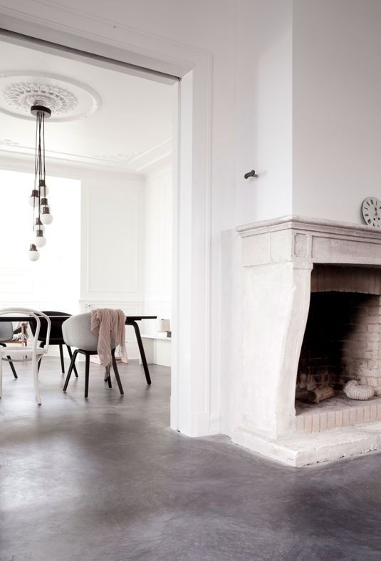 Mode & Maison: White walls and concrete floors