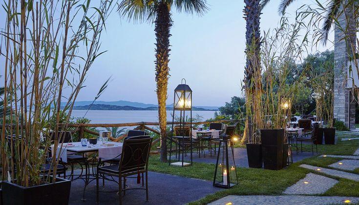 Τα κορυφαία ελληνικά ξενοδοχεία ρίχνουν όλο και μεγαλύτερο βάρος στη γαστρονομία. Οι φετινές εξελίξεις που έρχονται να προστεθούν σε μια ήδη ενδιαφέρουσα σκηνή πιστοποιούν και επιβεβαιώνουν την τάση.