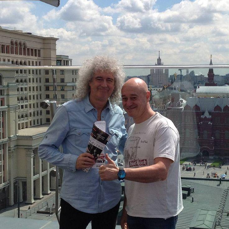 「А знаете ли Вы, что...? Гитарист группы Queen Брайан Мэй всегда использует вместо медиатора шестипенсовую монету. По словам музыканта, медиатор слишком…」