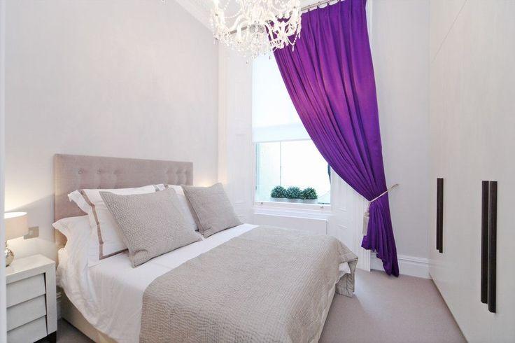 Занавески в спальню: обзор трендовых новинок и 85+ эстетически совершенных идей для комнаты http://happymodern.ru/zanaveski-v-spalnyu-foto/ Для тех, кто любит контраст, но не любит яркого солнца по утрам подойдут яркие фиолетовые шторы из плотной ткани