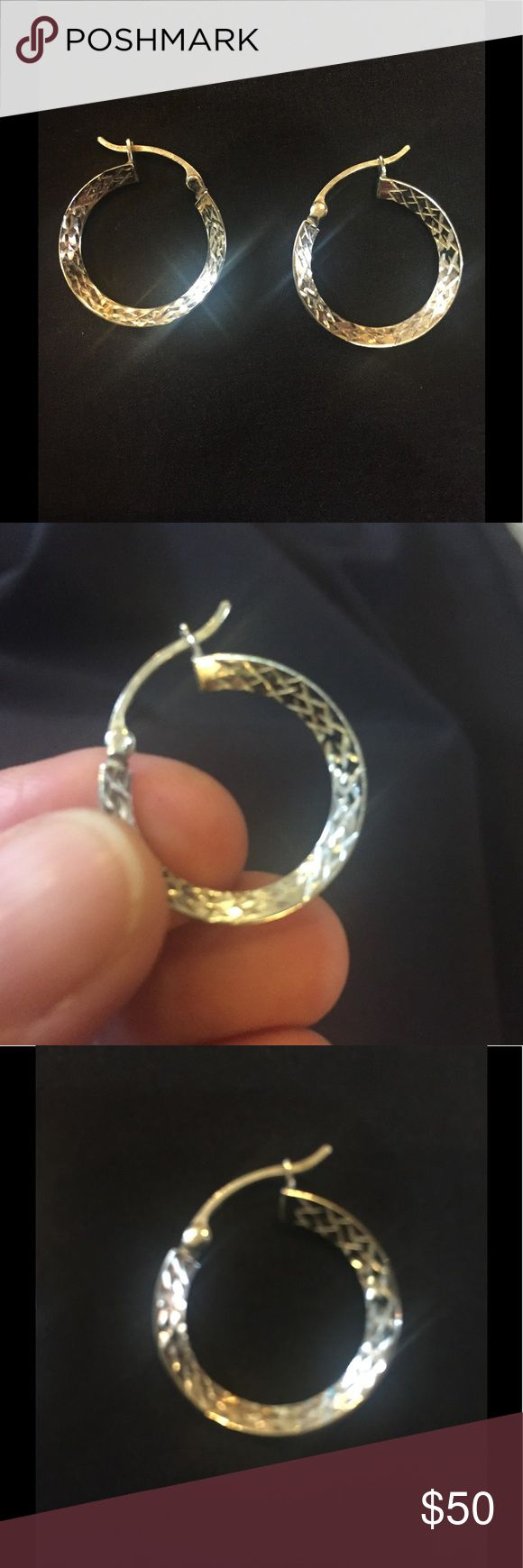 Gorgeous 14k White Gold Small Hoop Earrings!!! EUC!!! 14k White Gold Small Hoop Earrings! Crisscross Etching on one side!  Purchased from Zales Northpark Centre, Dallas! Only worn a couple of times! 🎆🎆🎆 Zales Jewelry Earrings