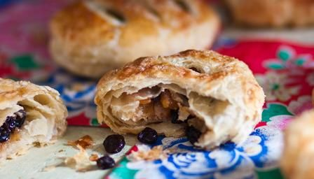 """Eccles Cakes ~ technical bake challenge for """"Great Sport Relief Bake Off"""" 2014 (s2e4) 