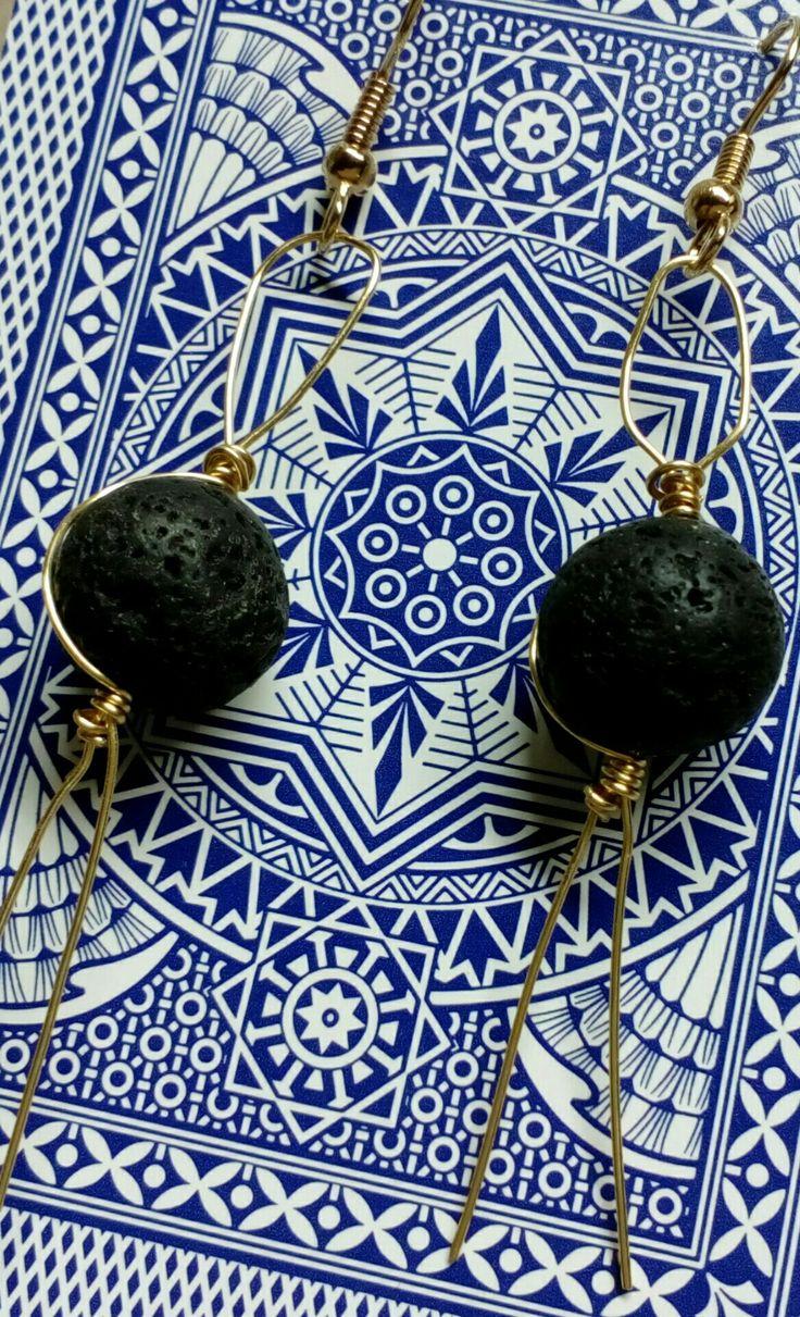 Lava earrings in brass