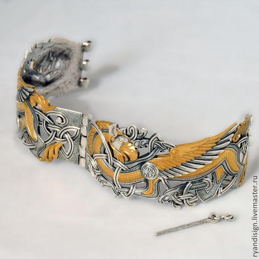 также золотой старинный браслет с грифонами фото эта цифра растет