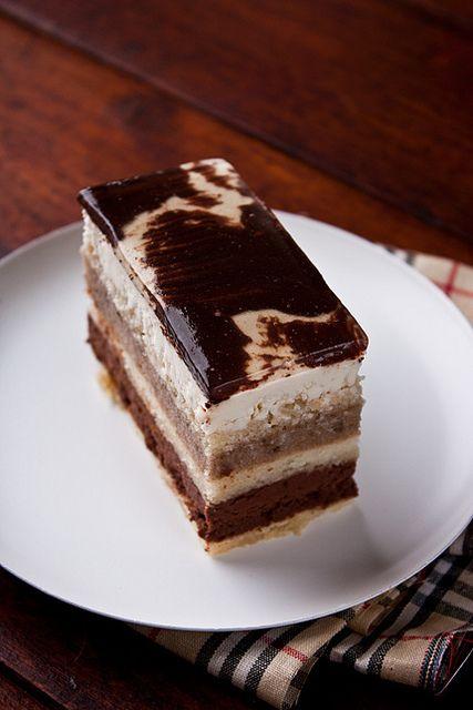 """Caraibe"" entremet, recipe by Hidemi Sugino  (joconde layer, choc. and orange cream, banana sauce, whipped cream and glaze) Recipe in Russian."