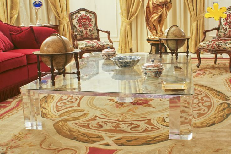 Acrylic interiors - Lucite Acrylic coffe table - TAVOLINI DA SALOTTO IN PLEXIGLASS | Tavolo trasparente in plexiglass mod. QUADRIFOGLIO | Tavolino plexiglass cm.140 x 140 h.40 - piani sp.mm.30 - gambe sez.mm.120 #lucite #design #homedecor #acrylic