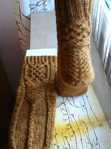 Ravelry: Project Gallery for Theoden Socks pattern by Claire Ellen