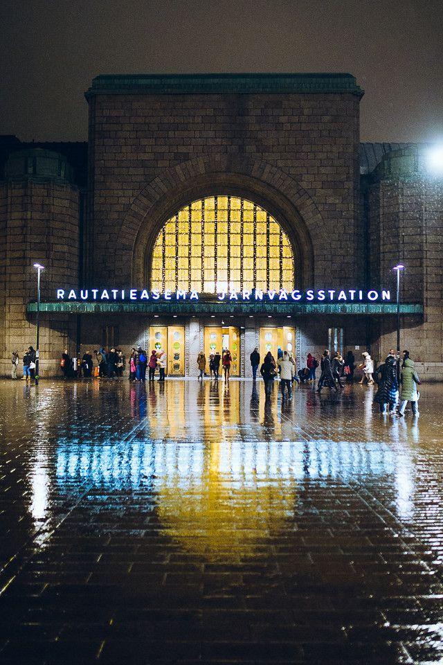The railway station in Helsinki on rainy day (via Helsinki365).