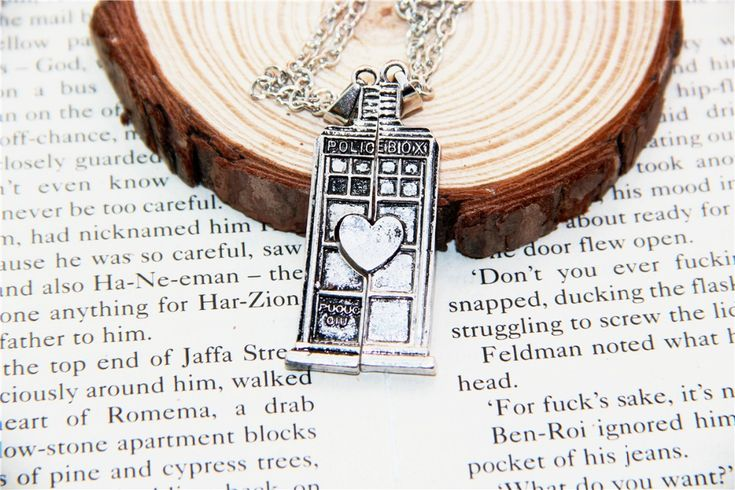 Fashion Jewelry Doctor Who Tardis Phone Booth Double Heart Couples Necklace for lovers