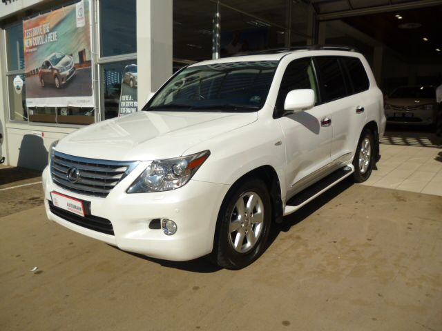 Stand Out from the Crowd with this Incredible 2011 #Lexus #LX 570. This #SUV. White, Mileage 100 000Kms, 5.7 Petrol Engine. Only R549 900. Extras: *Air Conditioner *Alarm *Alloy Wheels *CD Front Loader *Central Locking Key *Electric Windows - Front & Back *Power Steering *Radio *Tow bar *ABS Brakes *Airbag - Driver, Passenger & Sides *Airbags - On/Off Switch *Bluetooth *Climate Control *Cruise Control & More Please Contact Keith Rabilal on 082 323 1303 / 031 737 1500 or Email…