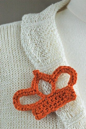 free crochet pattern brooch crown -  I need this!