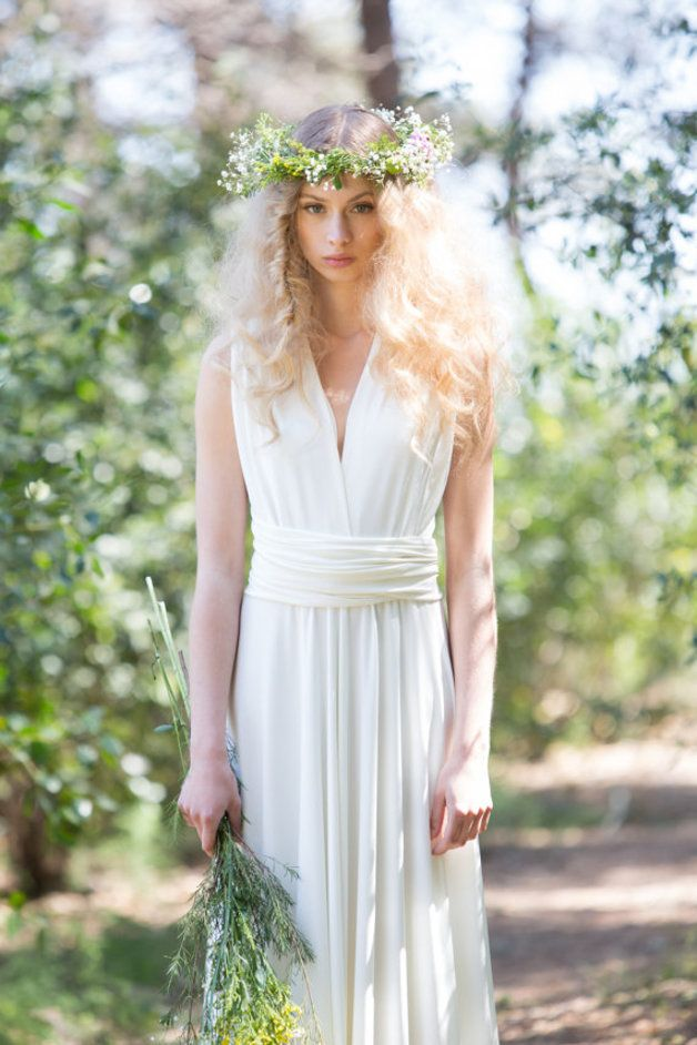 Bodenlanges Brautkleid für elfenhafte Waldhochzeit / floor-length wedding gown for enchanted outdoor wedding made by  MIMÈTIK BCN via DaWanda.com
