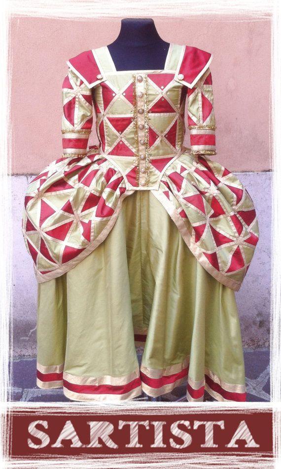PARA PEDIDOS DE SÓLO traje de máscara la camisa en dupion seda schantung. La tela ha sido especialmente creada, cortar cada triángulo individual. Completamente bordeadas con oro lame la cinta. Oro lentejuelas en el canesú. Se puede producir en cualquier tamaño y color. hecho
