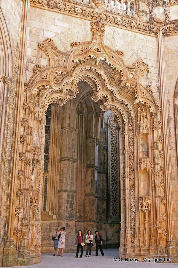 Capelas Imperfeitas portail manuélin Batalha Portugal by C. Royale