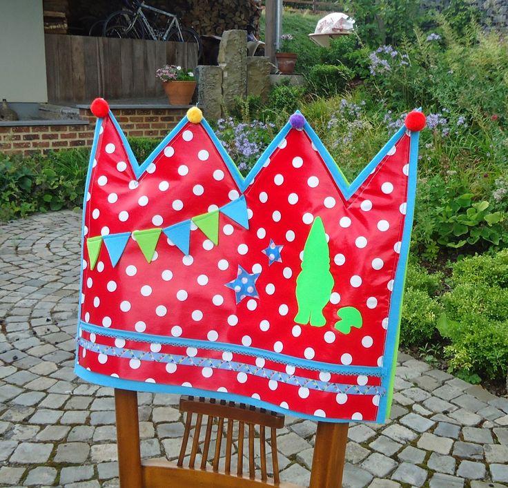 Joepie!!! Jarig zijn wordt vanaf september nog leuker! ;)  Ik heb een kroon gemaakt om de stoel van de jarige te versieren.  Hier  vond ik d...