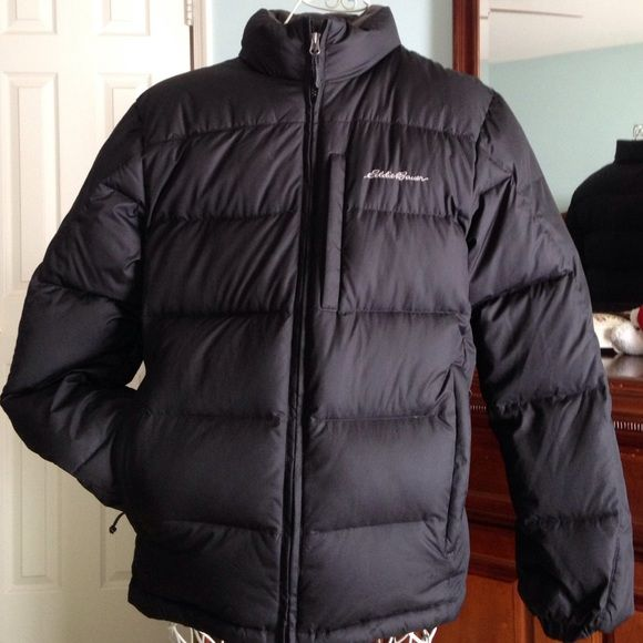 Men's puffer coat ☃❄️☃Final sale Men's Eddie Bauer puffer coat. Size small, black with grey lettering.  Has 2 side pockets and extremely warm and good quality.  This coat is in very good condition, just needs a new body to keep warm this winter. Eddie Bauer Jackets & Coats Puffers