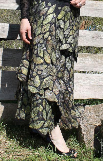 Купить или заказать Юбка 'Осеннее настроение'........ в интернет-магазине на Ярмарке Мастеров. Необычная ажурная юбка, выполнена в технике нуно-фелтинг . На натуральном шёлке ручного крашения. Лёгкая, мягкая, многослойная. В работе использован Итальянский меринос 18 микрон.Волокна шёлка туссы,шёлк мальбери,крапива,бамбук,вискоза. Юбка с запахом,застёгивается на кнопки,для комфорта вставлена резинка.Обшита хлопковым кружевом. Юбка подайдёт в прохладную пору лета,.....осень. ..