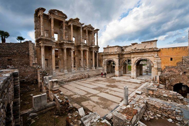 Kuşadası Selçuk Efes Harabeleri.. Kuşadası'na gelipte buraları görmemek olmaz.. :)