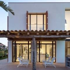 Terraza nocturna   Casa A: Casas de estilo mediterráneo de 08023 Architects