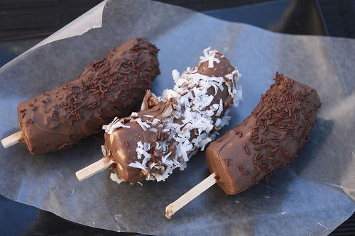 Chocolate covered bananas. Chocobanano Mexican desserts Postre