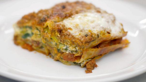 Eén - Dagelijkse kost - lasagne met lamsgehakt, prei, spinazie en ricotta - ik denk: mmmmmmmmmmmmm