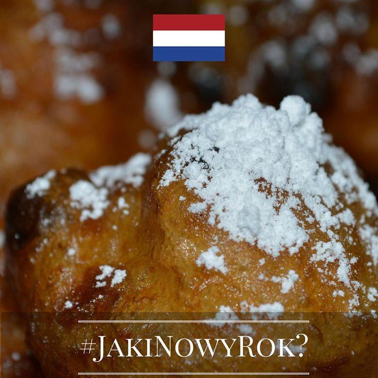 """Jaki będzie Nowy Rok? Tego jeszcze nie wiemy, ale znamy ciekawe sylwestrowe i noworoczne zwyczaje europejczyków. Chcecie je poznać? Śledźcie naszą instakampanię każdego dnia, aż do 1 stycznia 2016 r. Wejdźmy w nowy, 2016 rok razem z nadzieją i uśmiechem!  Dzień 14 - Holandia! Tym razem zajrzymy komuś na talerz. Poza typowym, noworocznym pływaniem w zamarzniętej rzece lub morzu, Holendrzy w ramach poskromienia głodu na coś słodkiego, zajadają się w Nowy Rok """"oliebollen"""" - czymś na kształt…"""