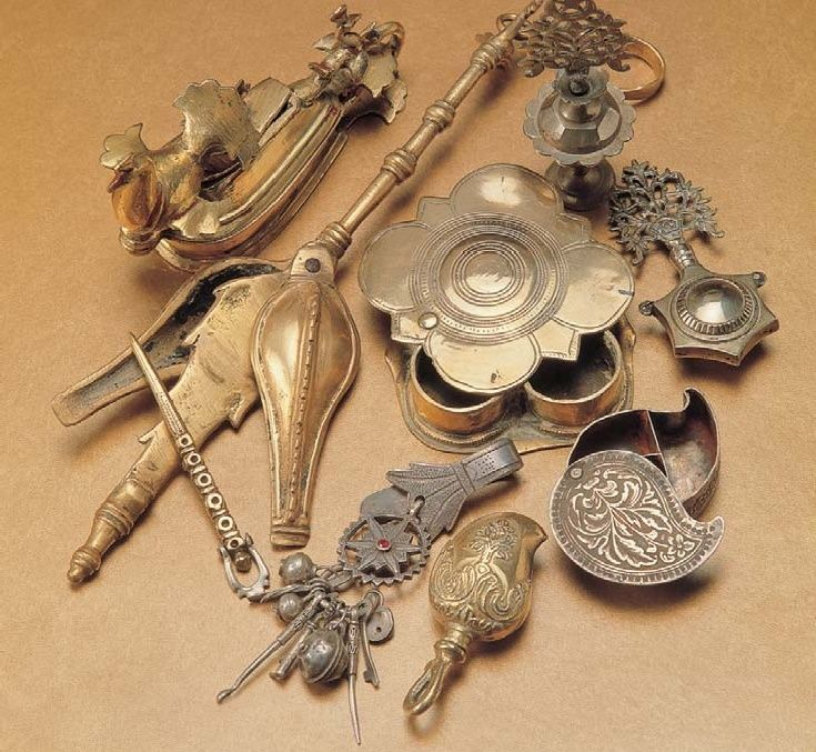 Containers for kajal (kohl) and sindhur. http://vintageindia.tumblr.com/image/826249014