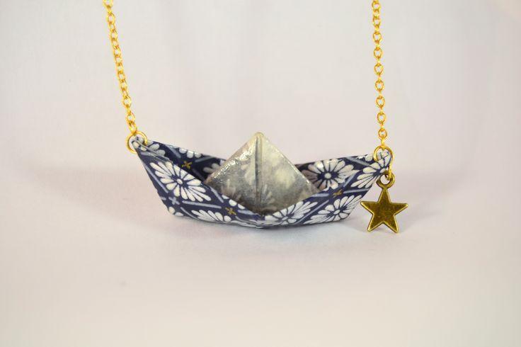 Collier origami bateau en papier japonais washi bleu, doré et son étoile : Collier par leksart