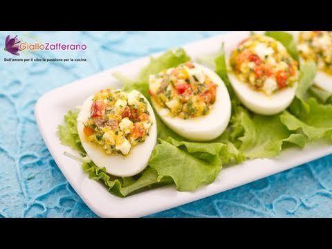 Le UOVA ALLA GRECA (stuffed eggs) sono un gustoso #antipasto a base di #feta e #verdure. Qui la #video #ricetta: http://ricette.giallozafferano.it/Uova-alla-greca.html #GialloZafferano #aperitivo #uova