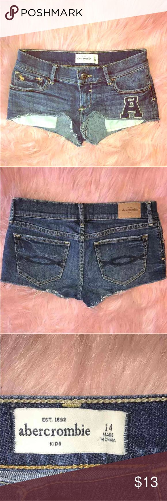 Abercrombie girls size 14 These are absolutely adorable!! My daughter is just stubborn n wldnt even dare try them on. Bought them frm a friend w/very little wear. I'd say they'd fit a size 12 best! abercrombie kids Bottoms Shorts