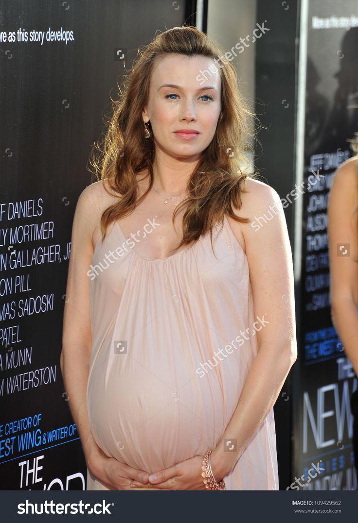 Pregnant Wynn Everett (1093×1600)