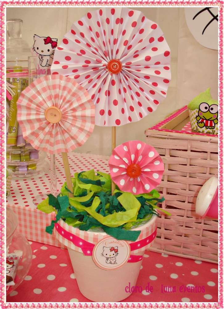 Hello Kitty in the garden | CatchMyParty.com