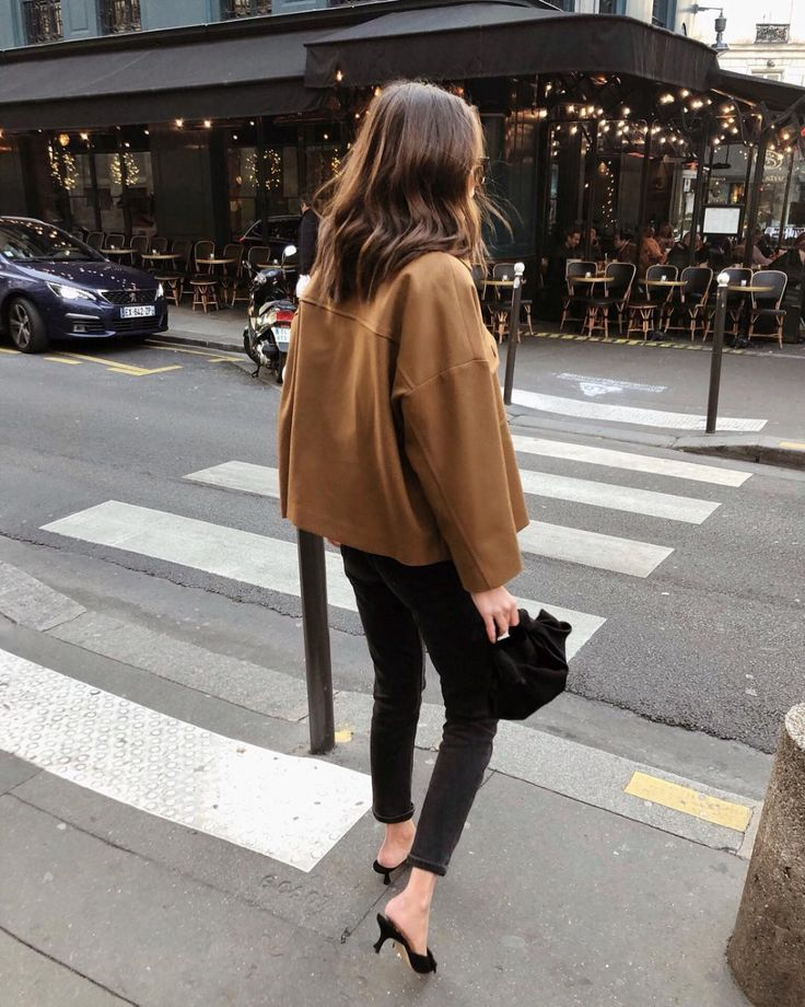 Stylish Instagram outfit idea for fall — camel jacket, black skinny jeans, and... 1