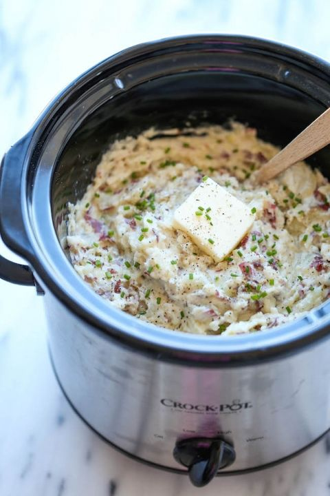 Slow Cooker Garlic Mashed Potatoes - The easiest mashed potatoes you will ever make. Just throw it all in the crockpot and you're set. Easy peasy!