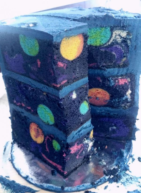 This is amazing: This birthday cake was made by imgur user Pedagiggle for a very lucky four-year-old. The planets we made by embedding cake pop orbs into a marble cake with food coloring, and and t…