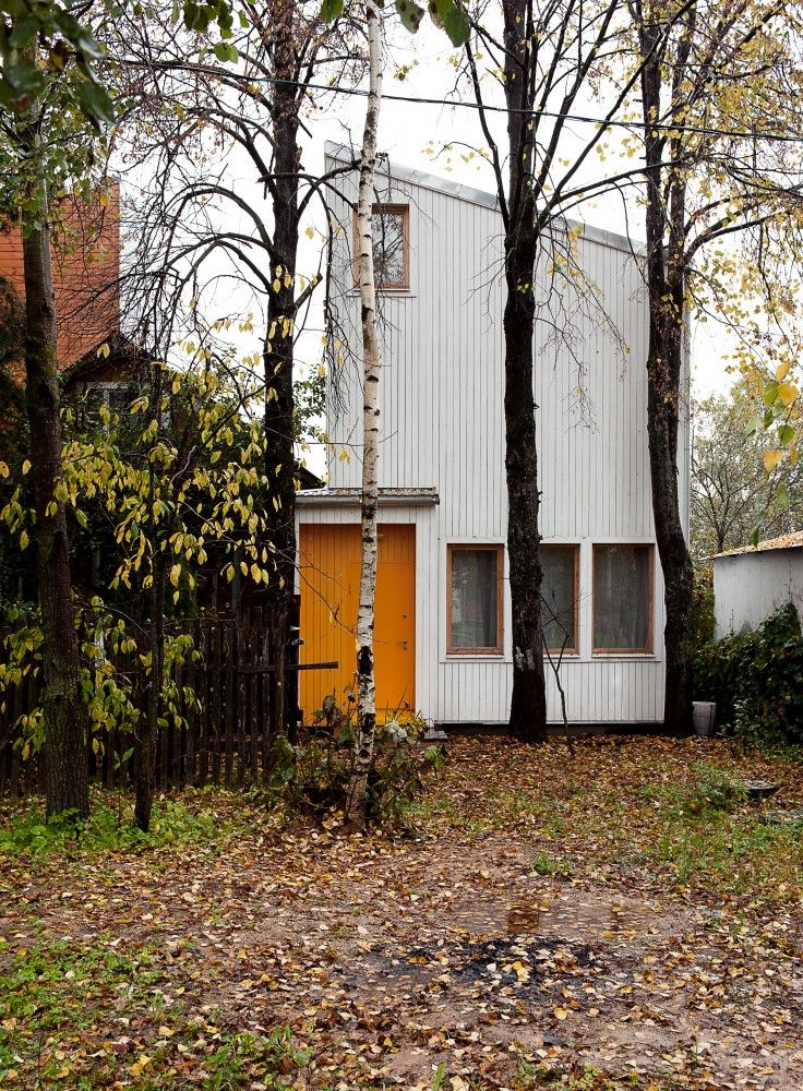 Low Budget House / Le Atelier  http://www.archdaily.com/478461/low-budget-house-le-atelier/