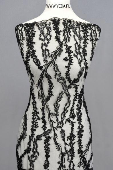Koronka 10554 BLACK Doskonała na suknie koktajlowe lub wieczorowe. Idealna dla druhen, świetnie prezentuje się na przyjęciach weselnych,studniówkach lub balach sylwestrowych.