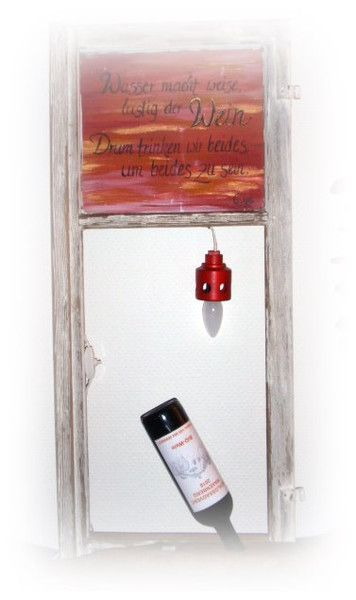 Weinregale - Holz-Weinhalter mit Lampe mit handgemaltem Spruch - ein Designerstück von HOAMELIGundSCHEAN bei DaWanda