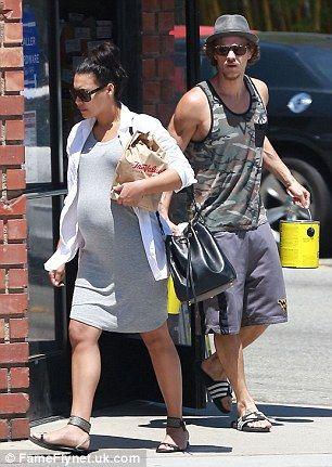 Pregnant Naya Rivera and husband Ryan Dorsey buy cans of paint #dailymail