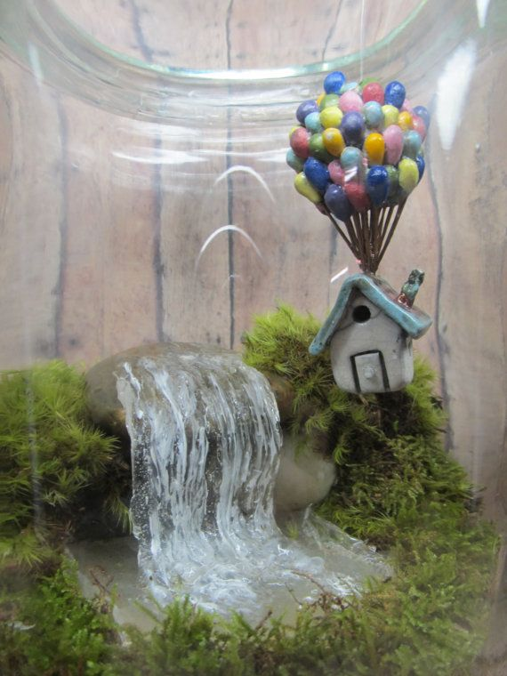 A new kind of miniature real estate! What better way to move than by balloons! This terrarium is inspired by the film UP. Soaring in mid air towards a