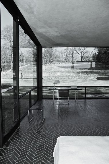 Philip Johnson's Glass House.. Looks like it could use a custom glass door!  #decor #house #door