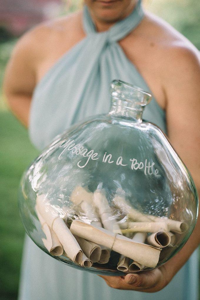 Gasten schrijven een wijze les voor een huwelijk op een briefje