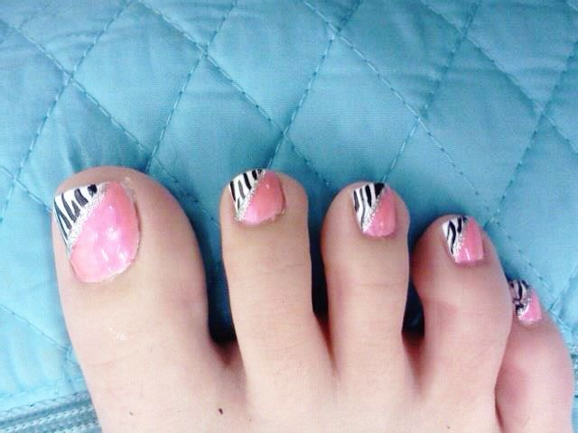 25 best ideas about easy toenail designs on pinterest cute toenail designs summer pedicure for How to design toenails at home