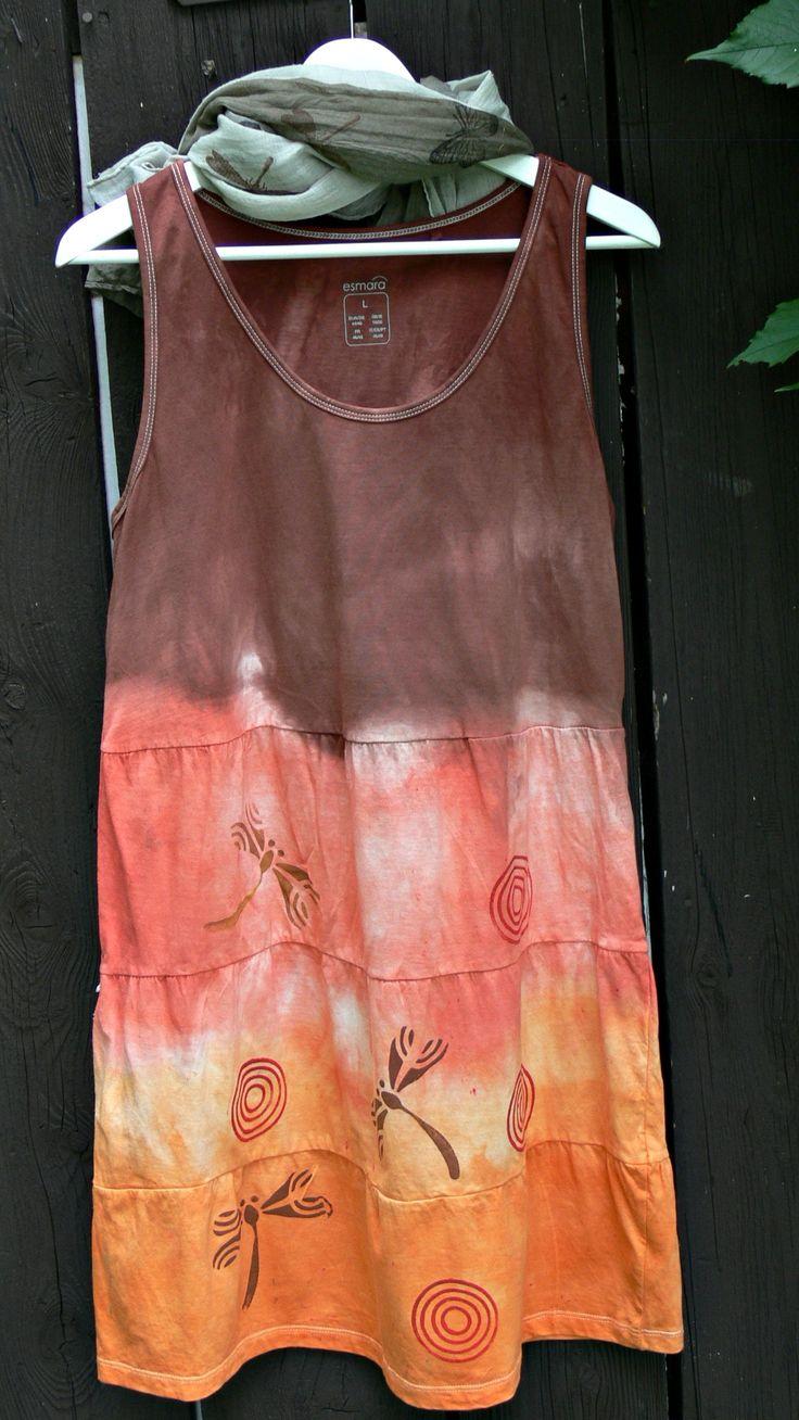 bavlněné šaty L vel.L délka při 170 cm mírně nad kolena , volný střih koupené šaty jsem potiskla a nabarvila tisk bavlna tričkovina- velice příjemný materiál šaty se dají nosit v létě v parnu nebo i na podzím nebo na jaře s tričkem, rolákem a barevnými punčocháčemi nebo legínami