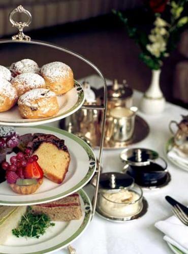Afternoon Tea in London. Looks scrumptious!