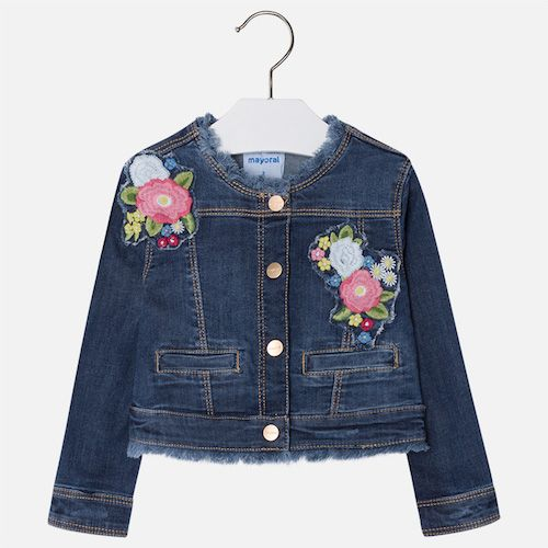 Fun and cute denim jacket with dark wash and used effect. It also has embroideries and snap button opening. Frayed neckline and hem. Designed for younger girls, this faded blue lightweight denim jacket by Mayoral, has floral embroidery and poppers to fasten. The round neckline and hemline are intentionally frayed.