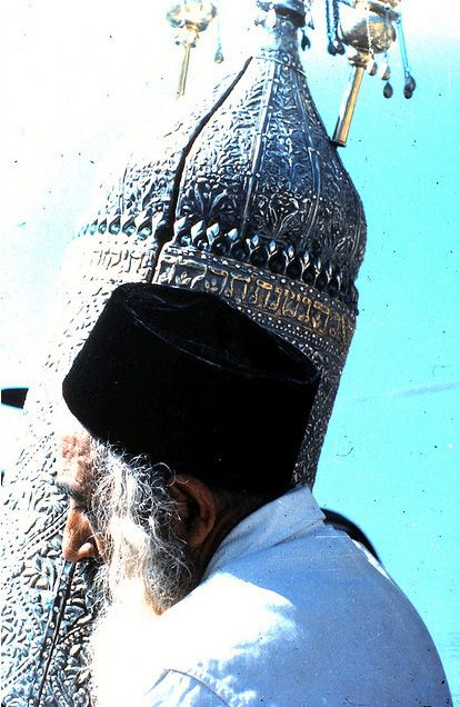 May Yemenite Jews not only carry Torah scrolls, but obey the Word of God in their hearts with faith.