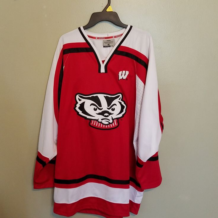 WISCONSIN BADGERS COLOSSEUM HOCKEY JERSEY SIZE XL ADULT