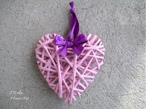 Ružové srdiečko vyrobené technikou papierový pedig. Na skrášlenie domova alebo výborné ako dar.  http://www.sashe.sk/HomeArt/detail/ruzove-srdiecko