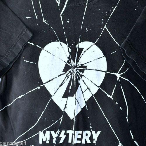 Mystery Skateboards Broken Heart Small T-Shirt Shattered Retired Skate Black Box